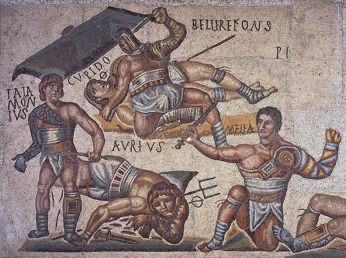 Долгое время гладиаторами действительно были рабы. Это началось в Кампании.
